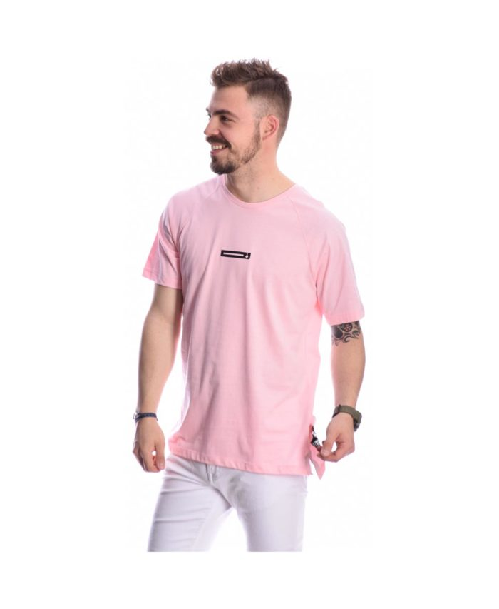 baby pink anoixto apalo roz xrwma tshirt pcoc me logo mprosta kai mprelok pisv sthn plath summer 2020