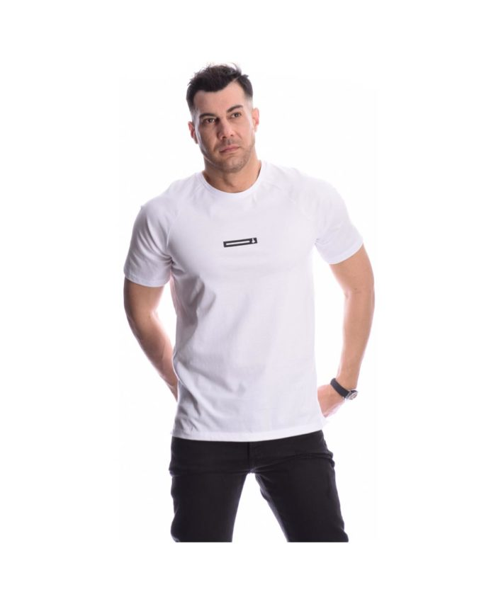 leuko white tshirt pcoc summer 2020 me mprelok sthn plath kai logo sto stithos